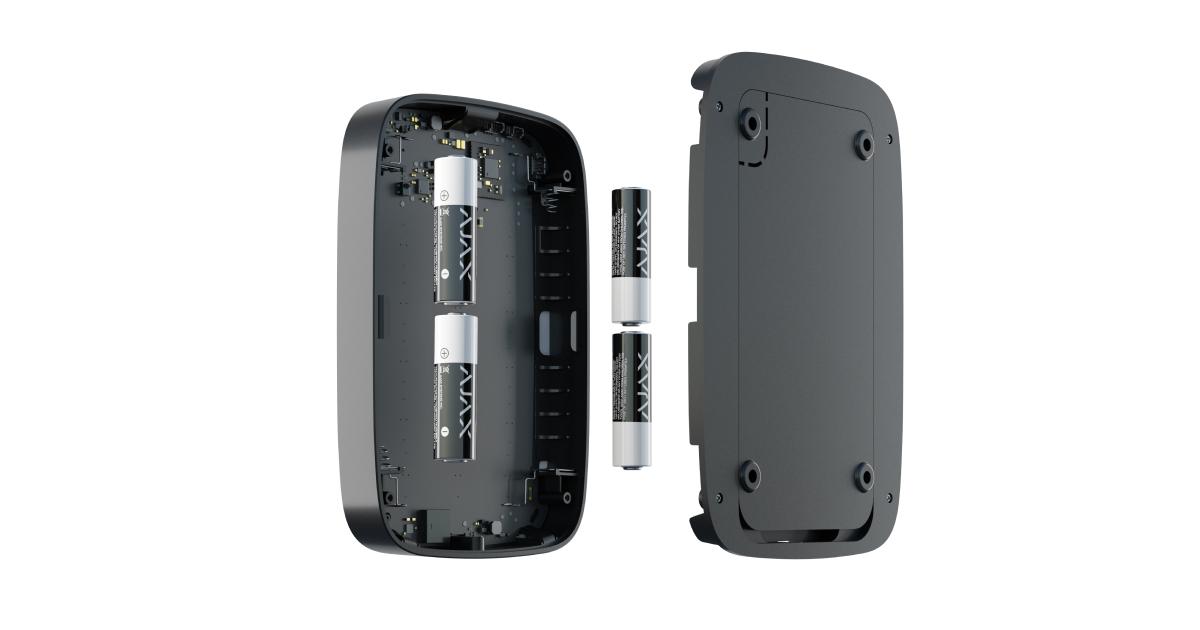 KeyPad Plus leveres med 4 forudinstallerede AA-batterier. Systemet advarer dig i appen på forhånd, hvis det er nødvendigt at udskifte det.